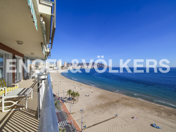 Luxury apartment in the first line of Poniente Beach. Views