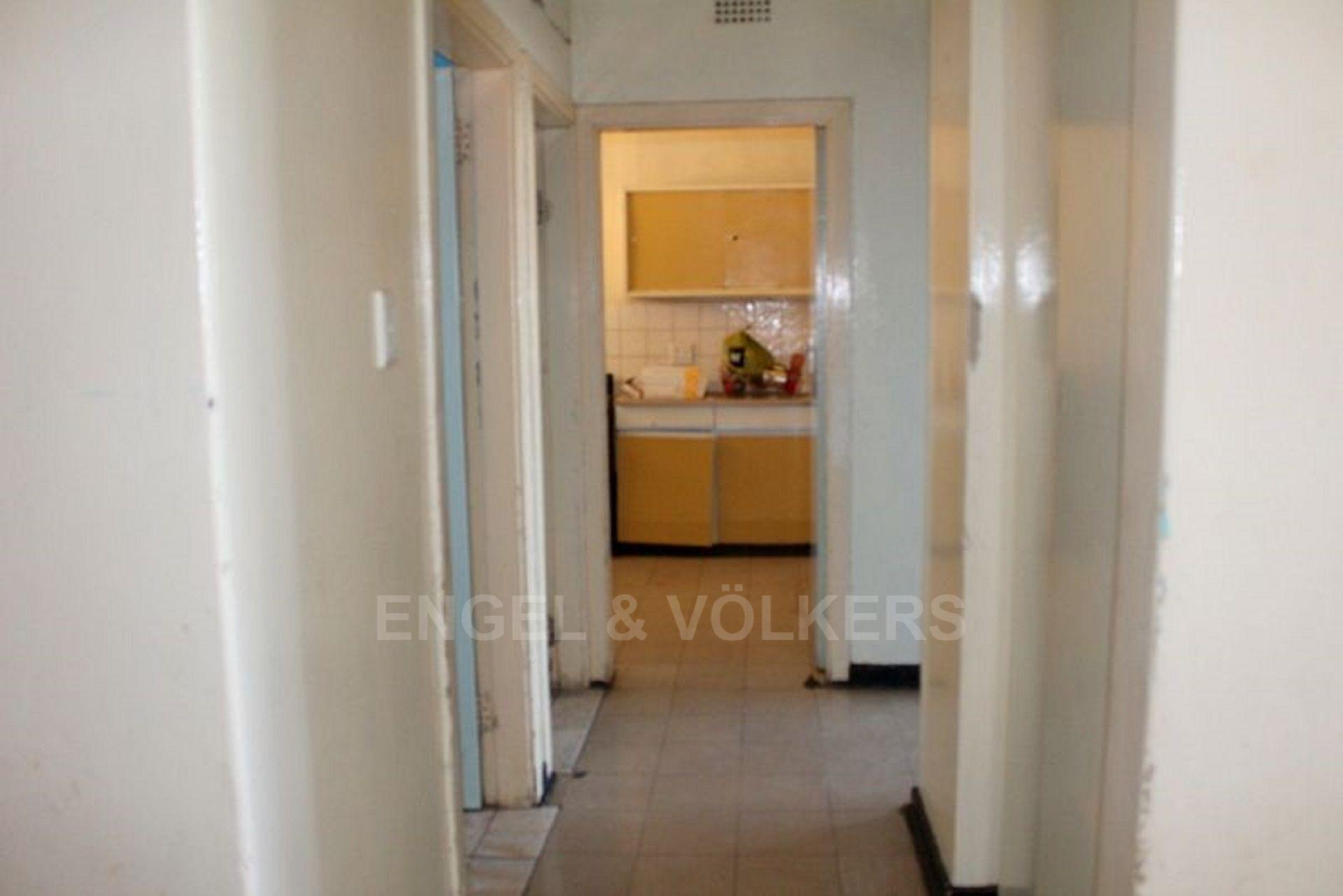 Apartment in Hillbrow - 1480423_large.jpg