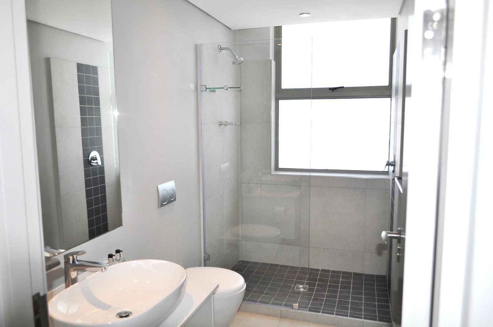 Apartment in Sea Point - Bathroom_ shower