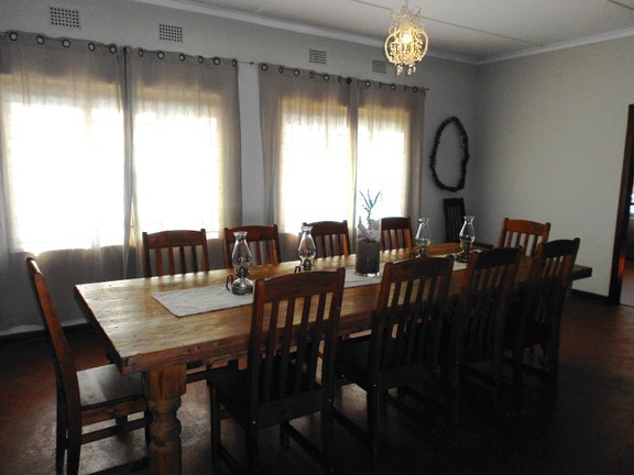 House in Melville - 006_Dining_room_in_house.JPG