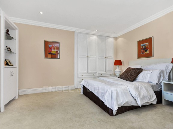 Apartment in Hyde Park