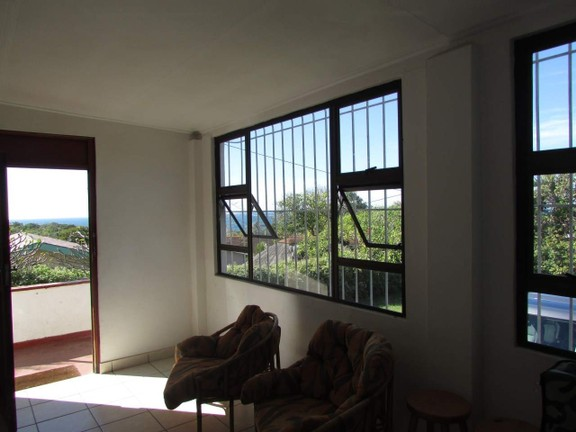 House in Uvongo - 005 Lounge