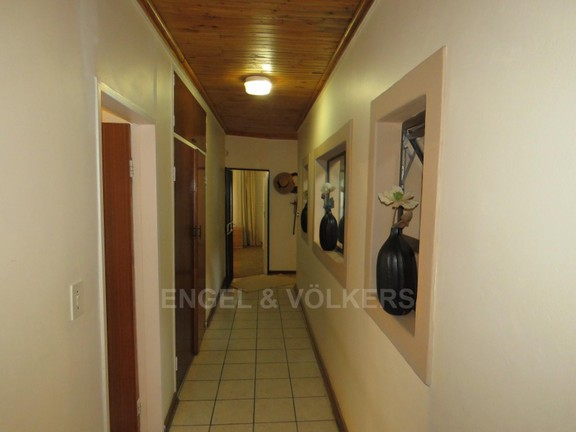 House in Schoemansville - hallway to bedrooms