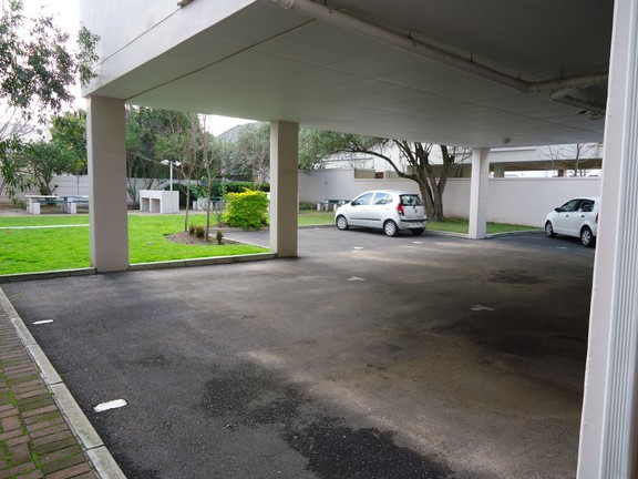 Apartment in Stellenbosch Central - covered parking