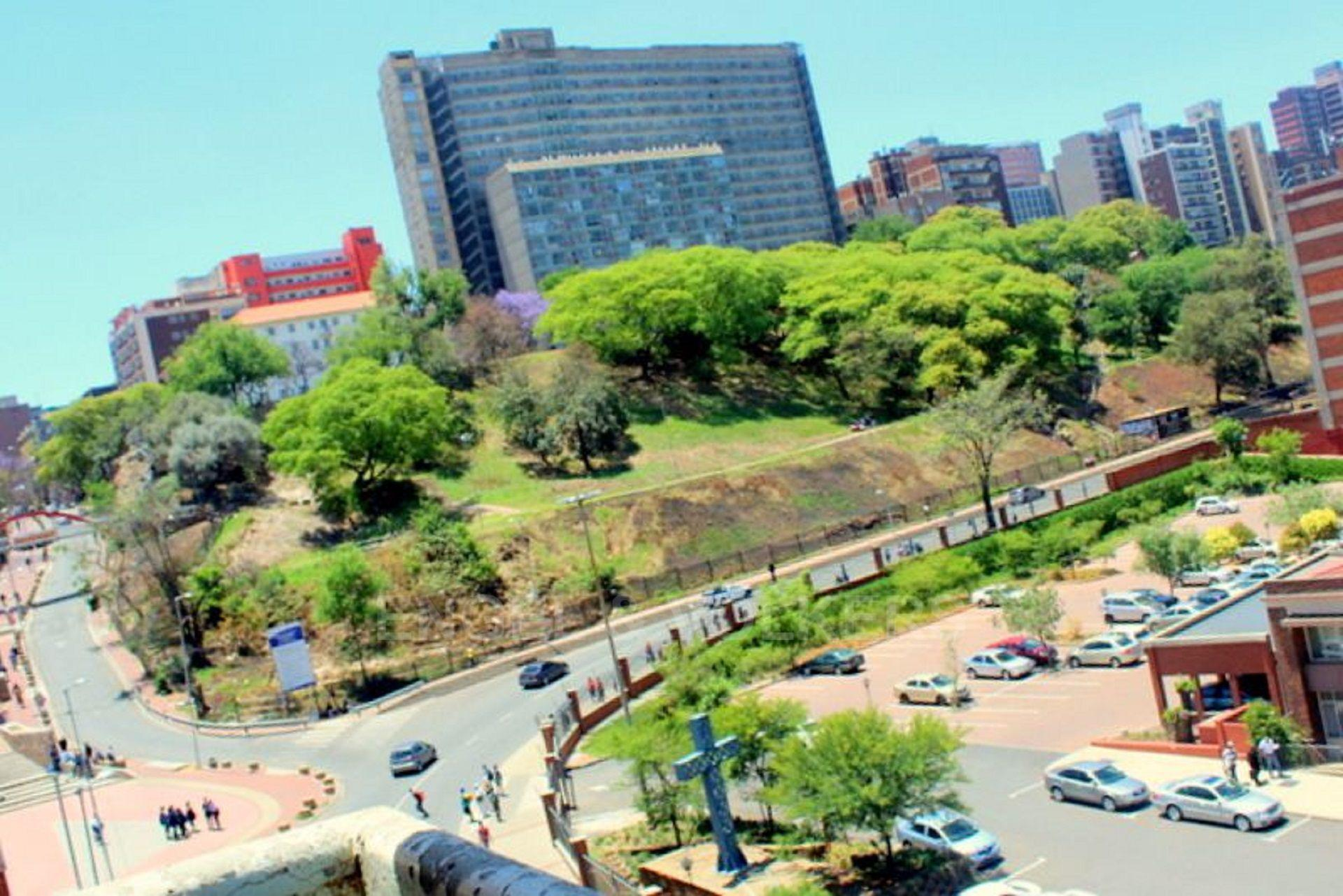 Apartment in Hillbrow - 1480428_large.jpg