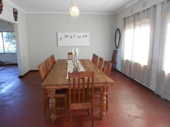House in Melville - 005_Dining_Room_f5Sutsl.JPG
