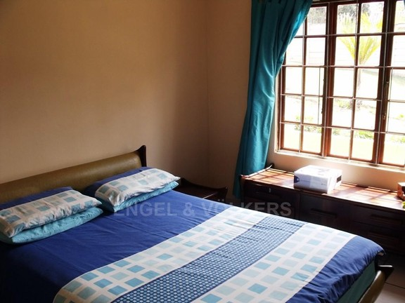 House in Uvongo - Main bedroom house