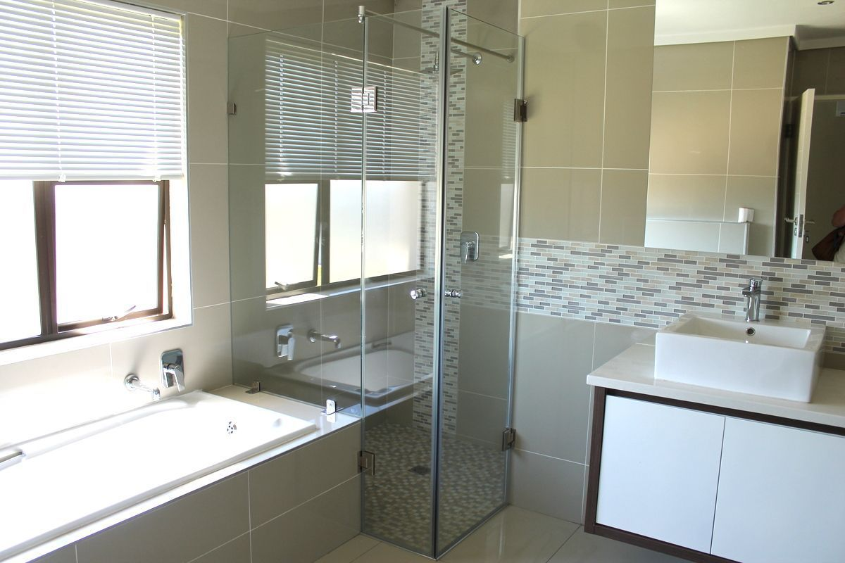 House in Silver Woods Estate - Masterpiece bathroom