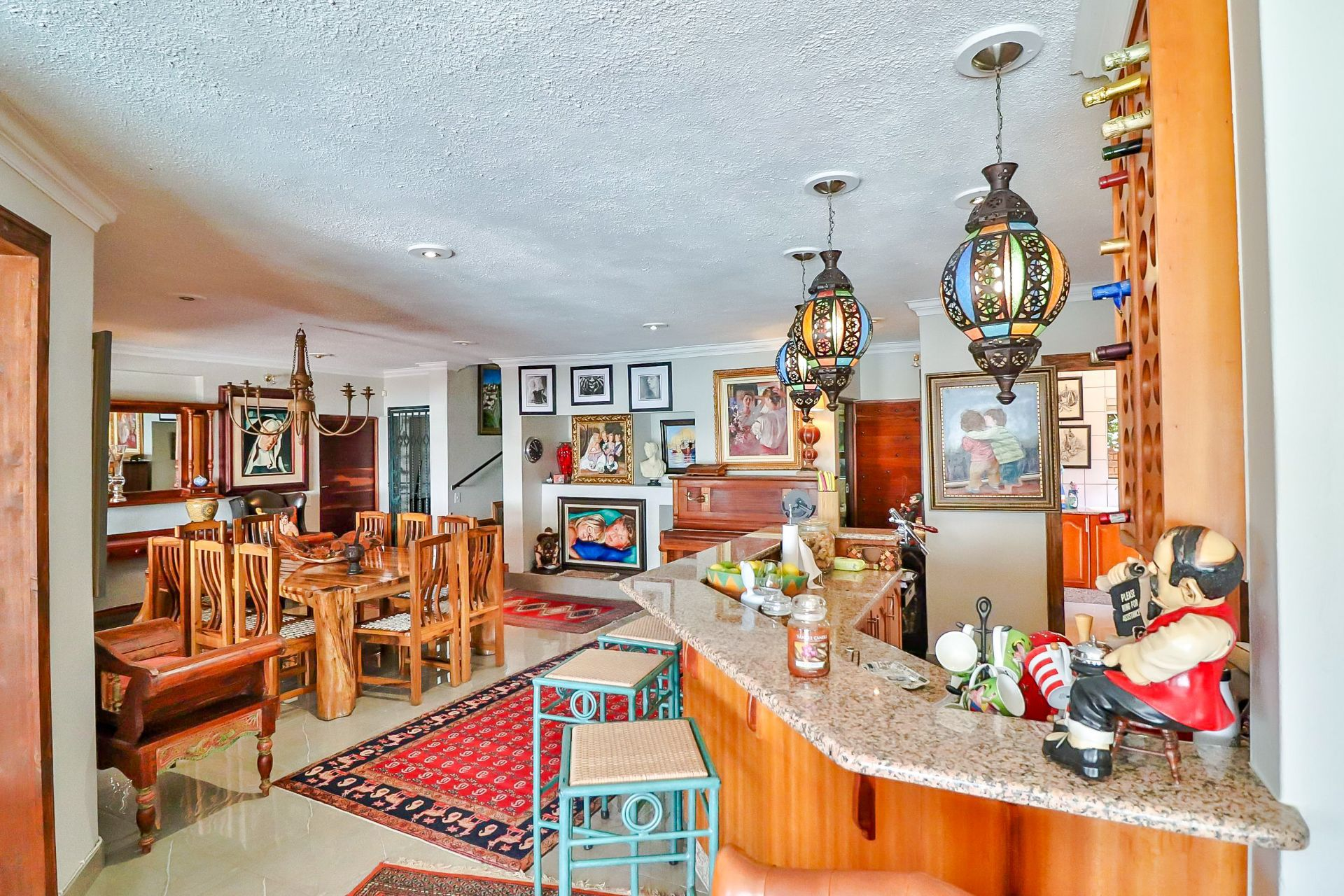 House in Kosmos Village - Kitchen is open-plan to the dining area