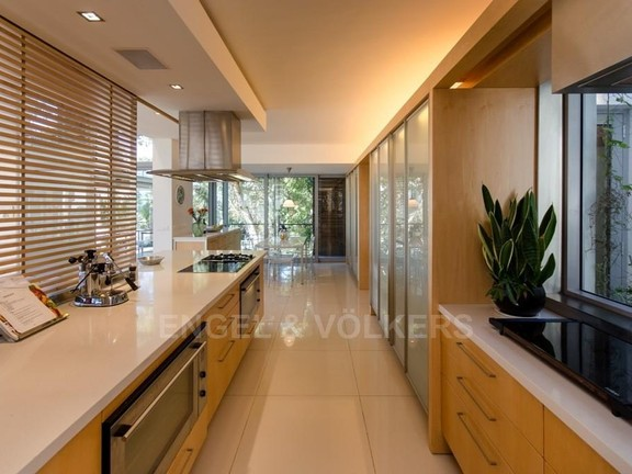 House in Bantry Bay - Kitchen