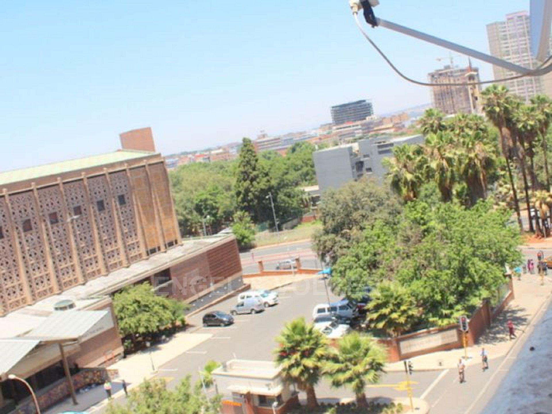 Apartment in Hillbrow - 1480429_large.jpg