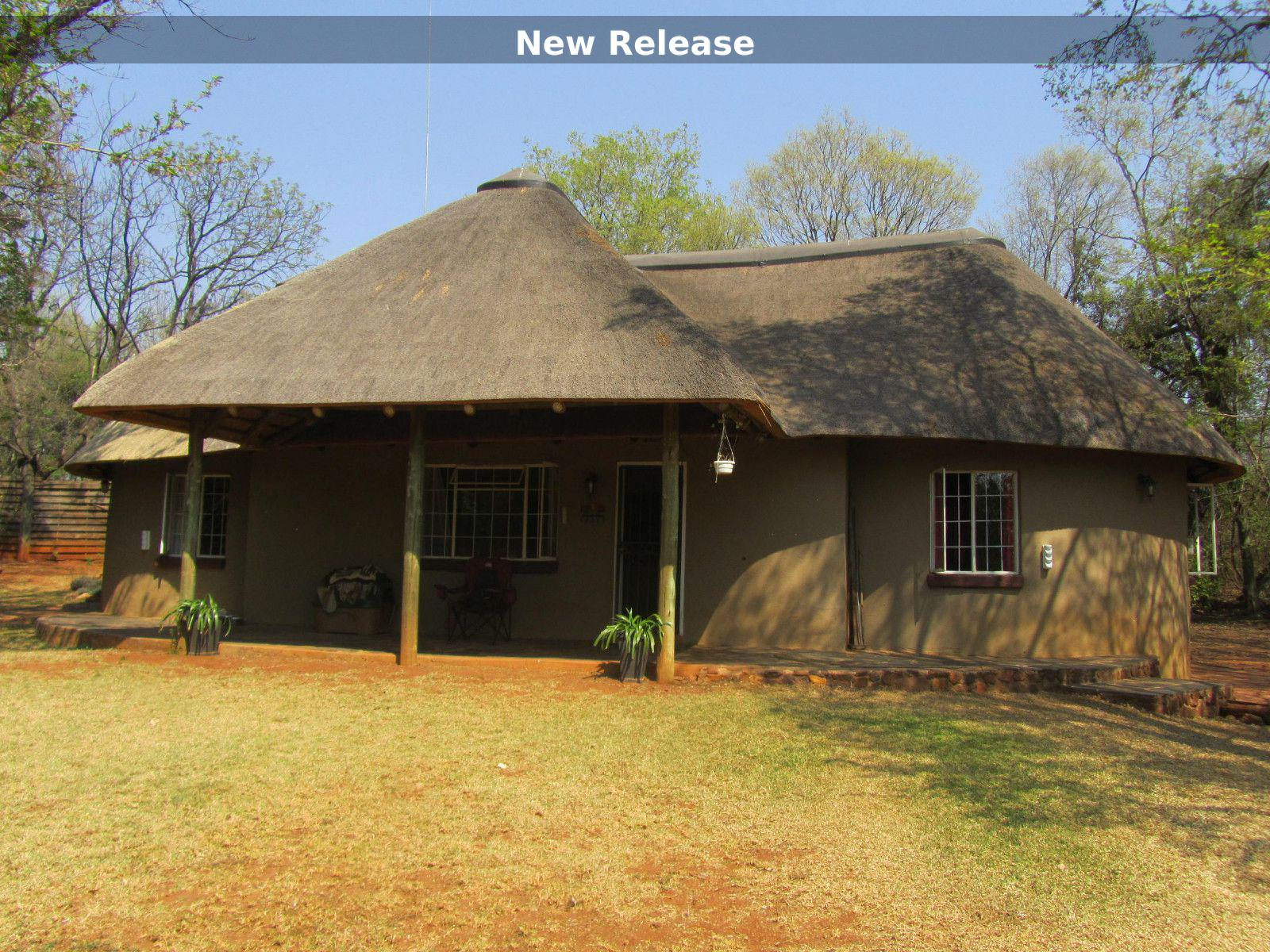 House in Hartbeespoort Dam Area - New Thatch roof