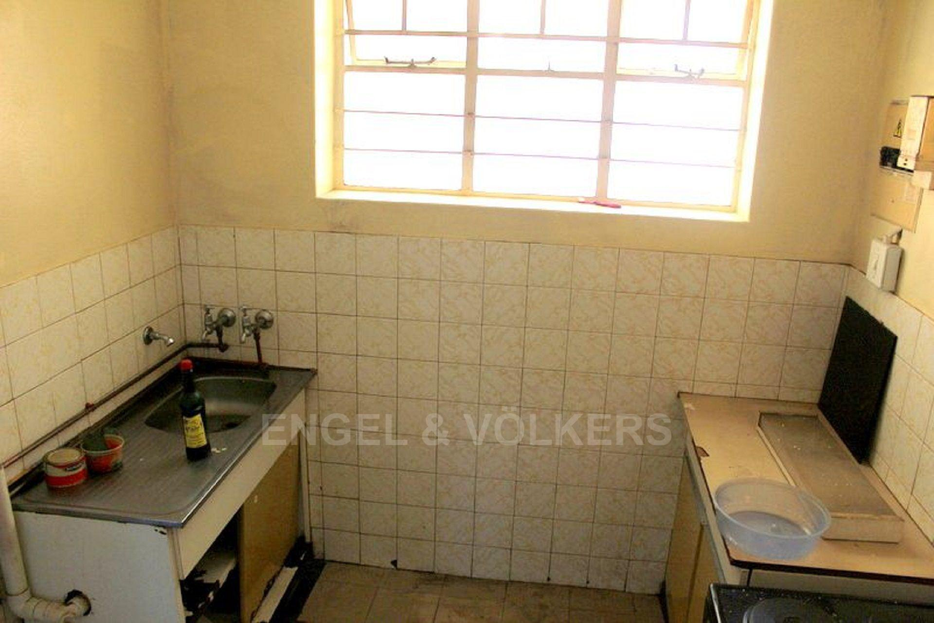 Apartment in Hillbrow - 1480426_large.jpg
