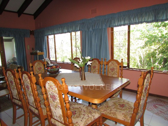 House in Uvongo - 003_Dining_ROom.JPG