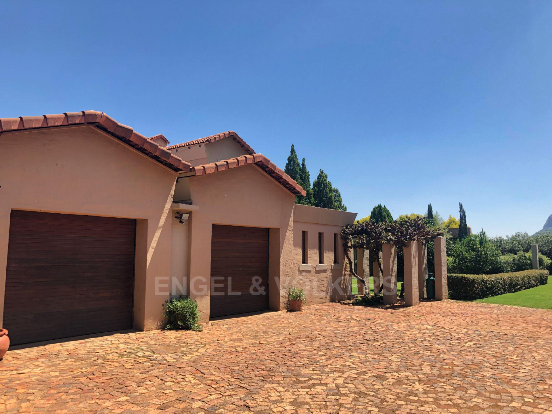 House in Magaliesview Estate - Double garage