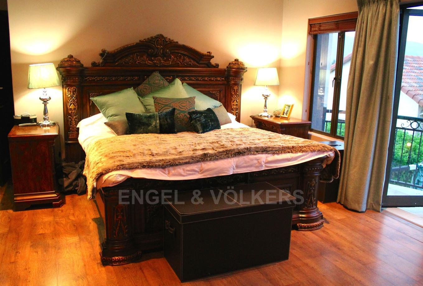 House in Westlake - Master suite
