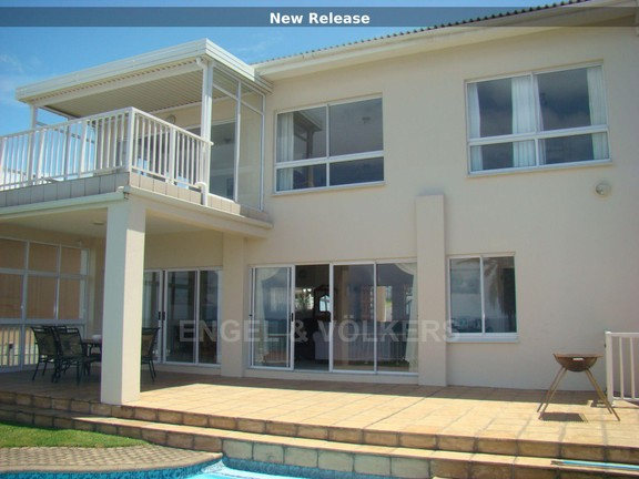 House in Uvongo - 001 Exterior view.JPG
