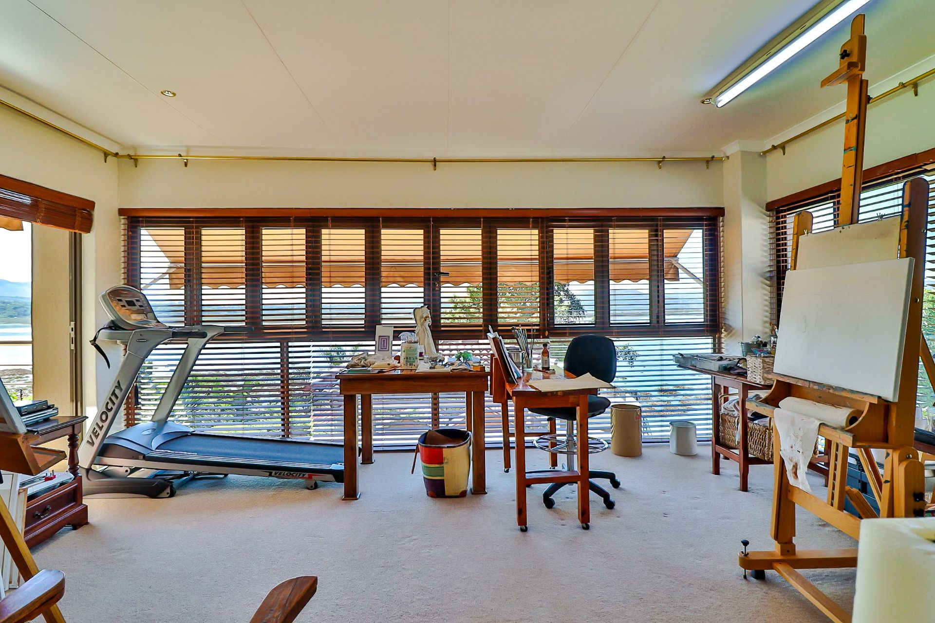 House in Kosmos Village - Enclosed patio which is the perfect art studio!