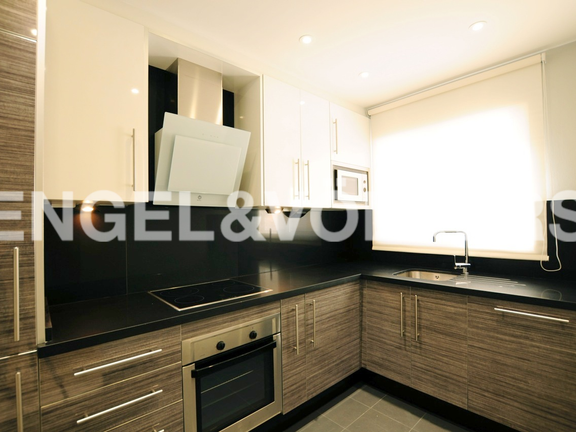 Condominium in Golden Mile - Kitchen