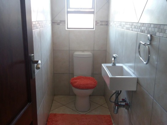 House in Birdwood Estate - 7_Guest_toilet_jGxuceo.jpg