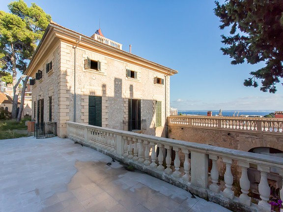 Histroical property in Bonanova with sea views