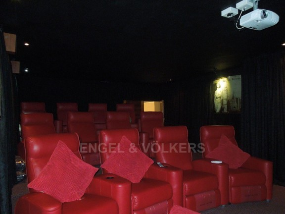 House in Ruimsig - 12 Seater Cinema room