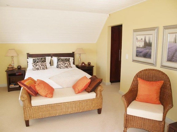 Apartment in Village - Spacious Guest Bedroom
