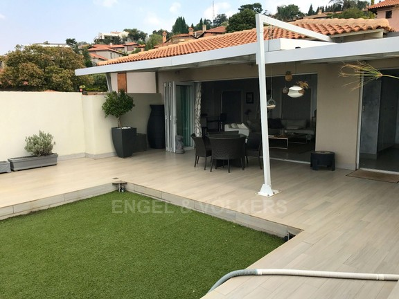 House in Waterkloof Ridge - TOP TERRACE / MASTER SUITE