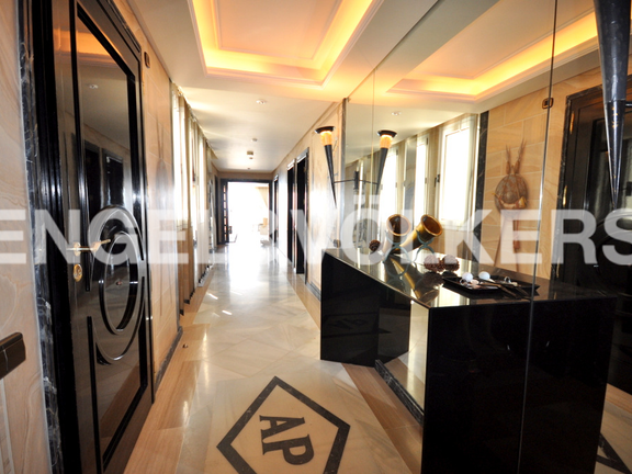 Condominium in Beach Side Golden Mile - Entrance Hall