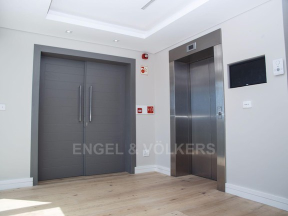 Condominium in Vredehoek - Private Lift Entrance .jpg
