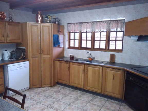 House in Schoemansville - kitchen