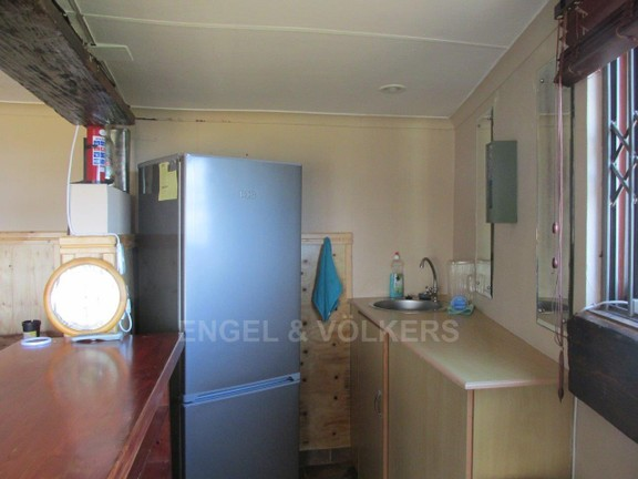 House in Ramsgate - 021 Entertainment Area Bar Kitchen
