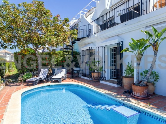 House in Marbella-Nueva Andalucía - Terrace with Shared Pool with Neighbour
