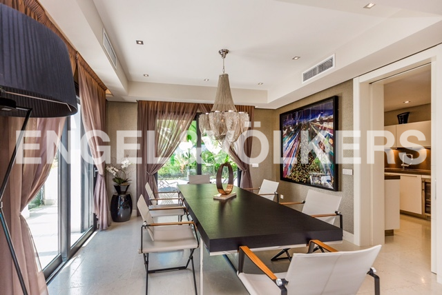 House in Golden Mile - Dining area