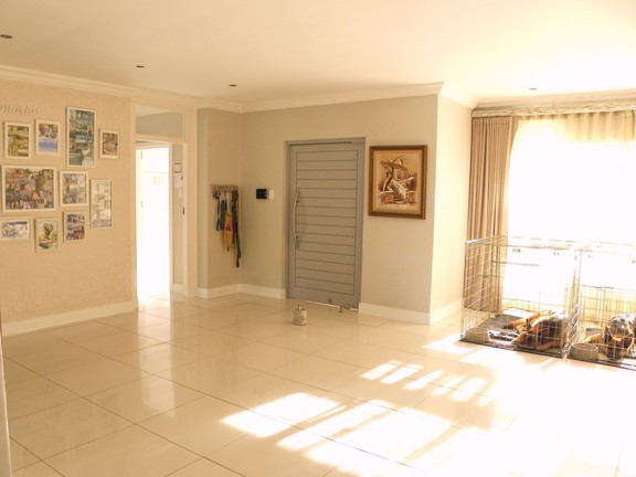 House in Bonnie Doon - Entrance & Lounge 1