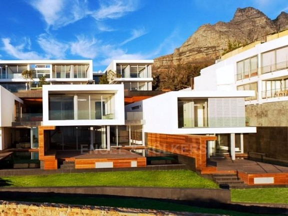 Condominium in Camps Bay - Exterior Of Apartments