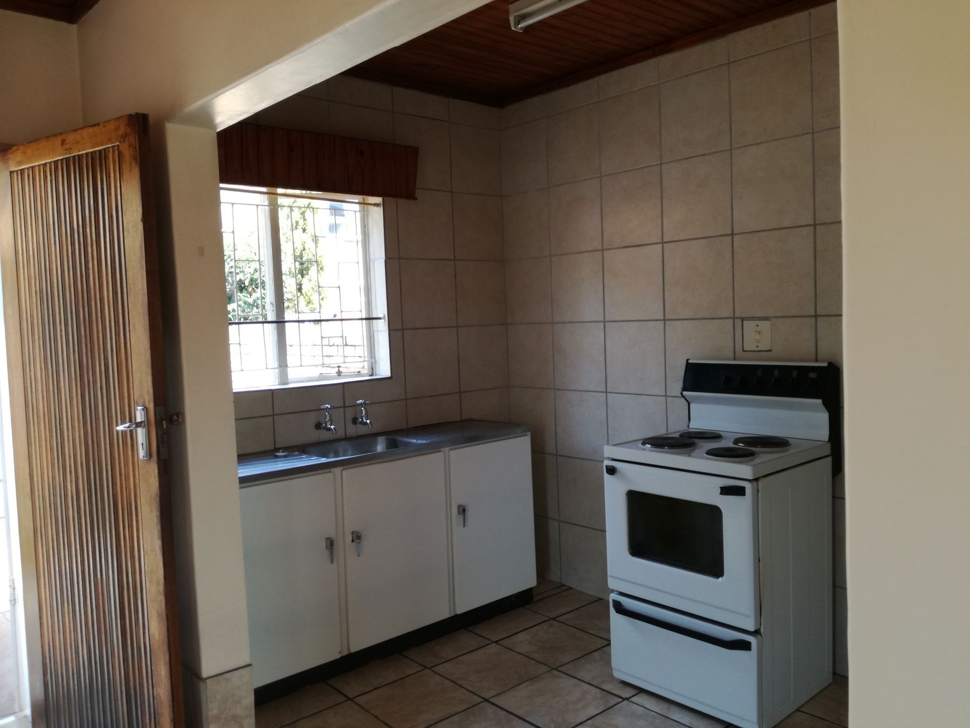 House in Central - kitchen