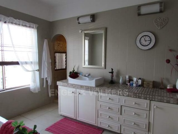 House in Southbroom - 011_Main_en_suite_Hers.JPG