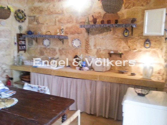 House of Character, Xaghra, Kitchen
