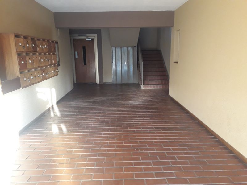 Apartment in Central - Building Entrance