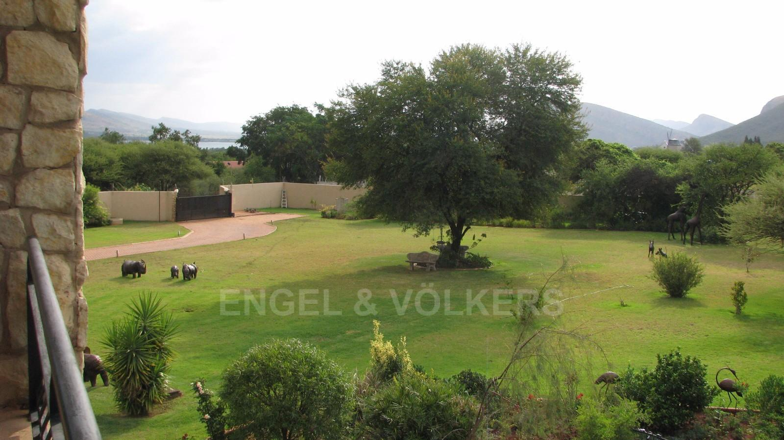 House in Melodie A/h - Stunning views from the top floor onto the dam, mountains and stunning garden