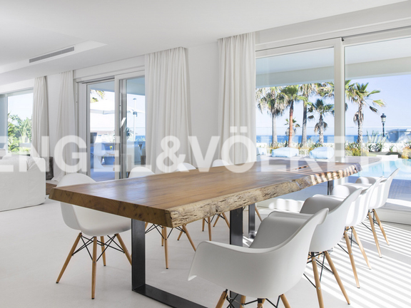 House in Beach Side Golden Mile - Dining Area