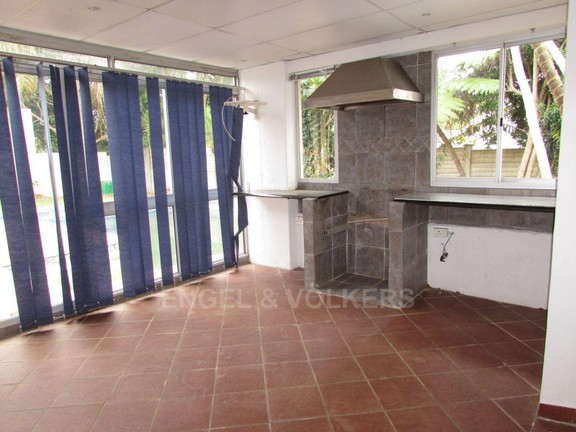 House in Uvongo - Fire Place.JPG
