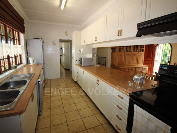 House in Ramsgate - 002 Kitchen.JPG