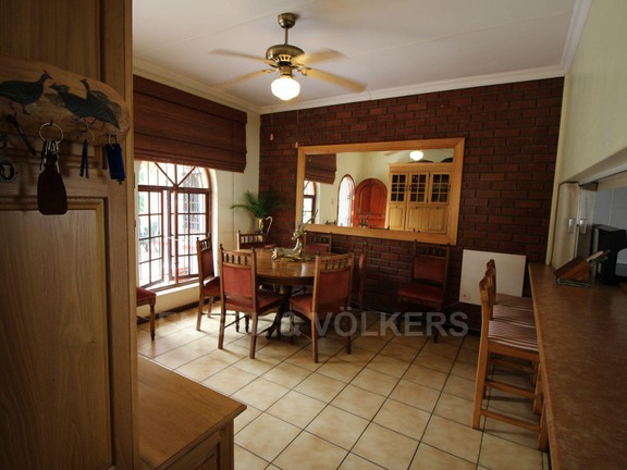 House in Ramsgate - 004 Dining room.JPG