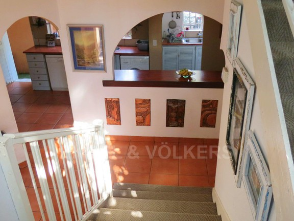 House in Vorna Valley - Stairs from bedrooms