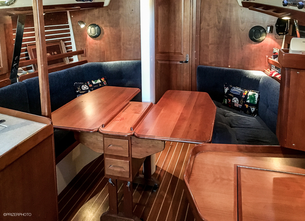Sail in United States - Fold up table