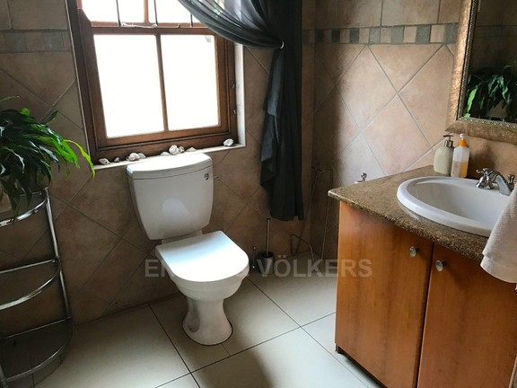 House in Waterkloof Ridge - GUEST TOILET