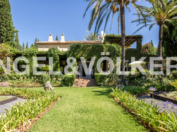 House in Altos Reales - A Tuscan-style mansion for sale in Altos Reales Marbella