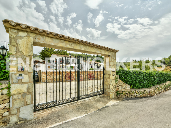 House in Surroundings - Entrance with gate